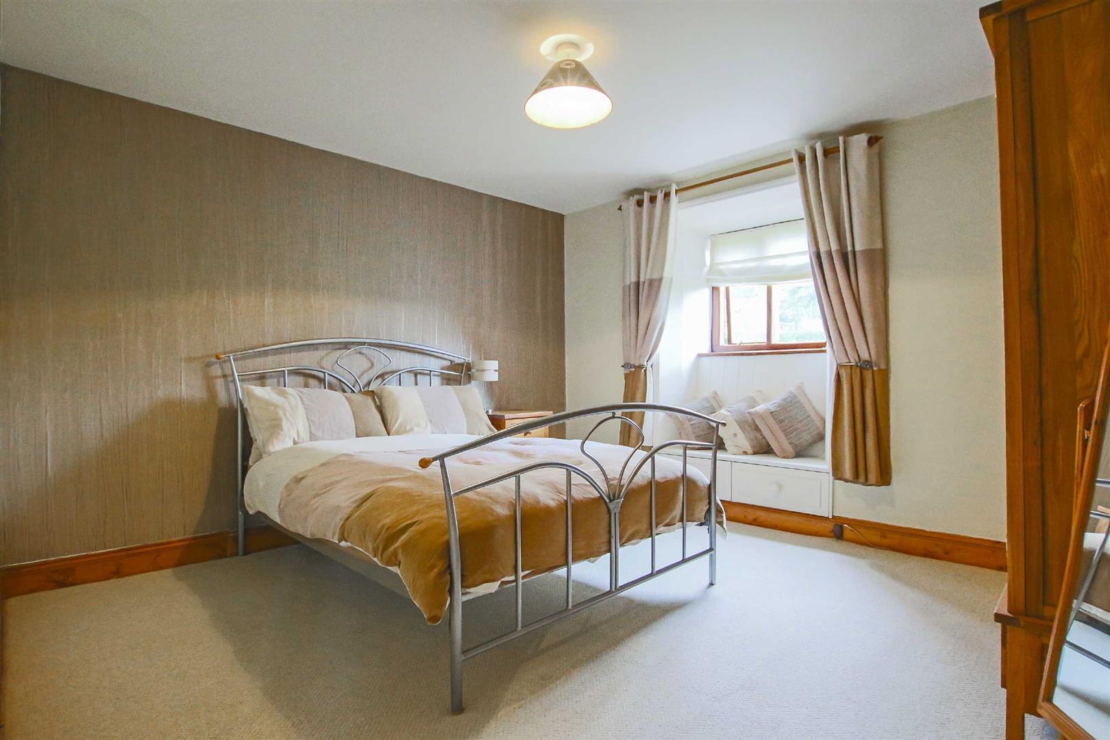 5 Bedroom Barn Conversion For Sale - p026519_21.jpg